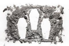 Το σύμβολο τριών cascet έκανε στην τέφρα, σκόνη, ως δολοφονία MAS, έγκλημα, πόλεμος στοκ φωτογραφία
