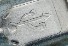 Το σύμβολο USB στην κινηματογράφηση σε πρώτο πλάνο συνδετήρων Στοκ Εικόνες