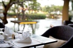 το σύνολο γευμάτων, εστιατόριο, εστιατόριο, που τρώει το σπίτι, χαλαρώνει, γεύμα, ξενοδοχείο Στοκ εικόνες με δικαίωμα ελεύθερης χρήσης