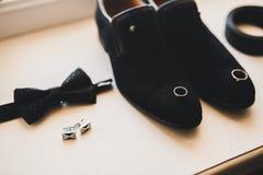 Το σύνολο επανδρώνει τα παπούτσια και τα εξαρτήματα μόδας Στοκ Φωτογραφία