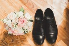 Το σύνολο επανδρώνει τα παπούτσια και τα εξαρτήματα μόδας Στοκ Εικόνες