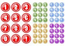 Το σύνολο άσπρων αριθμών στο κουμπί κύκλων περιλαμβάνει πέντε παραλλαγές χρώματος, κόκκινο, πράσινος, μπλε, κίτρινος και πορφυρός Στοκ φωτογραφίες με δικαίωμα ελεύθερης χρήσης
