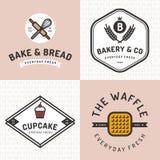 Το σύνολο διακριτικών, το έμβλημα, οι ετικέτες, τα λογότυπα, τα εικονίδια, τα αντικείμενα και τα στοιχεία για το αρτοποιείο ψωνίζ διανυσματική απεικόνιση
