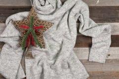 Το σύνολο χειμώνα ντύνει το θερμό άσπρο πουλόβερ Στοκ Εικόνες