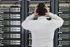 Το σύστημα αποτυγχάνει την κατάσταση στο δωμάτιο κεντρικών υπολογιστών δικτύων Στοκ εικόνα με δικαίωμα ελεύθερης χρήσης