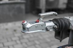 Το σύστημα συζεύξεων ρυμουλκών για συνδέει με ένα αυτοκίνητο στοκ εικόνες