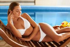 Το σώμα Ð ¡ είναι χαλαρώνοντας γυναίκα λι&m SPA Στοκ Εικόνα