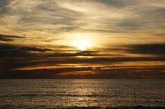 Το τέλειο ηλιοβασίλεμα στην Ταϊλάνδη στοκ φωτογραφίες