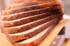 το τέμνον μαχαίρι ψωμιού χαρ& Στοκ Φωτογραφία