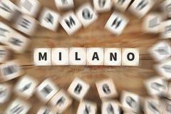 Το ταξίδι κωμοπόλεων πόλεων του Μιλάνου Μιλάνο που ταξιδεύει χωρίζει σε τετράγωνα την επιχειρησιακή έννοια Στοκ Εικόνες