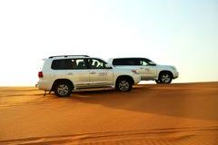 Το ταξίδι ερήμων του Ντουμπάι στο πλαϊνό αυτοκίνητο Στοκ Εικόνα