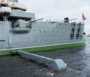 Το ταχύπλοο σκάφος αυγής μετά από την επισκευή και την επισκευή που στέκονται στον αιώνιο χώρο στάθμευσης στην αποβάθρα Στοκ εικόνα με δικαίωμα ελεύθερης χρήσης