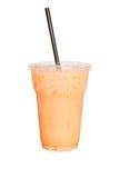 Το ταϊλανδικό τσάι ένα ποτό είναι αναζωογονώντας Στην άσπρη πορεία υποβάθρου και ψαλιδίσματος Στοκ Εικόνες