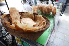 Το ταϊλανδικό ψημένο τραγανό ρύζι για πωλεί στην αγορά Sriyan, Μπανγκόκ, Ταϊλάνδη στοκ φωτογραφίες