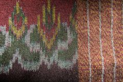 Το ταϊλανδικό ύφασμα μεταξιού σχεδίων μεταξιού άνευ ραφής πλέκει το υπόβαθρο σύστασης σχεδίων Στοκ φωτογραφία με δικαίωμα ελεύθερης χρήσης