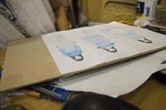 Το ταϊλανδικές στρέθιμο της προσοχής γυναικών σχεδιαστών και η μόδα σχεδίων σχεδίου σε χαρτί για κάνουν τον πίνακα διάθεσης Στοκ Φωτογραφίες