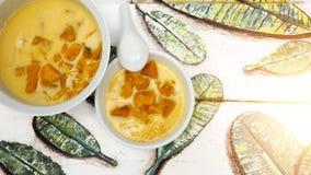 Το ταϊλανδικό γλυκό μεταχειρίζεται την έκχυση με το γάλα καρύδων έχει το διάστημα αντιγράφων Στοκ φωτογραφία με δικαίωμα ελεύθερης χρήσης