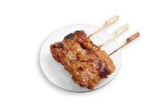 Το ταϊλανδικό ύφος έψησε το χοιρινό κρέας που απομονώθηκε στη σχάρα στο άσπρο υπόβαθρο Στοκ φωτογραφίες με δικαίωμα ελεύθερης χρήσης
