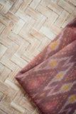 Το ταϊλανδικό ύφος το κλωστοϋφαντουργικό προϊόν που έγινε από το μετάξι από τα βορειοανατολικά, ταϊλανδικά Στοκ φωτογραφίες με δικαίωμα ελεύθερης χρήσης