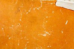 Το τεμάχιο μιας εκλεκτής ποιότητας πορτοκαλιάς σύστασης εγγράφου με ξύνει και βλάπτει αφηρημένη ανασκόπηση στοκ φωτογραφία