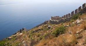 το τεμάχιο φρουρίων ακτών αιώνα κάστρων alanya εντόπισε τη μεσογειακή θάλασσα κορυφαία Τουρκία ΧΙΙΙ βουνών Στοκ εικόνες με δικαίωμα ελεύθερης χρήσης