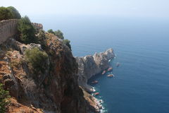 το τεμάχιο φρουρίων ακτών αιώνα κάστρων alanya εντόπισε τη μεσογειακή θάλασσα κορυφαία Τουρκία ΧΙΙΙ βουνών Στοκ φωτογραφία με δικαίωμα ελεύθερης χρήσης