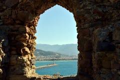το τεμάχιο φρουρίων ακτών αιώνα κάστρων alanya εντόπισε τη μεσογειακή θάλασσα κορυφαία Τουρκία ΧΙΙΙ βουνών Στοκ Εικόνες