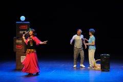 Το τετράγωνο άλματος evildoer-σκίτσων χορεύει οι θεία-απλοί άνθρωποι το μεγάλο στάδιο Στοκ εικόνα με δικαίωμα ελεύθερης χρήσης