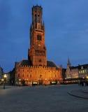 Πύργος καμπαναριών τή νύχτα - Μπρυζ, Βέλγιο Στοκ φωτογραφία με δικαίωμα ελεύθερης χρήσης