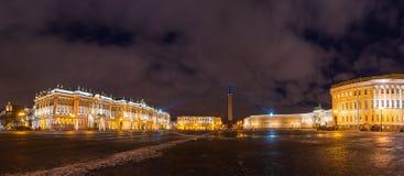 Το τετράγωνο παλατιών στοκ φωτογραφία με δικαίωμα ελεύθερης χρήσης