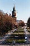Το τετραγωνικό πάρκο σμιλεύει τους μολύβδους στον καθεδρικό ναό Konigsberg σε Kaliningrad Στοκ φωτογραφία με δικαίωμα ελεύθερης χρήσης