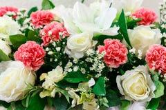 το τεχνητό λουλούδι ανασκόπησης απομόνωσε το λευκό Στοκ εικόνες με δικαίωμα ελεύθερης χρήσης
