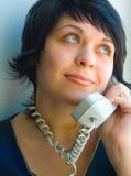 το τηλέφωνο κοριτσιών μιλά Στοκ Εικόνες