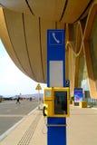 Τηλέφωνο και σημάδι σε έναν αερολιμένα Στοκ Εικόνα