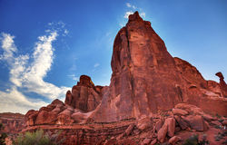 Το τμήμα λεωφόρων πάρκων πύργων βράχου σχηματίζει αψίδα το εθνικό πάρκο Moab Γιούτα Στοκ Εικόνα