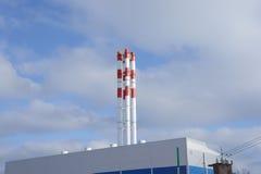 το τοπίο εργοστασίων διοχετεύει με σωλήνες το χιόνι Στοκ Φωτογραφία