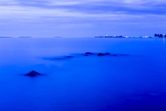 Το τοπίο της βόρειας λίμνης Onego στην άσπρη νύχτα Στοκ φωτογραφία με δικαίωμα ελεύθερης χρήσης