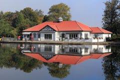 Το τοπίο το boathouse το πάρκο Γλασκώβη στοκ εικόνες με δικαίωμα ελεύθερης χρήσης