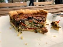 Το τουρκικό πίτα ξινό Kis τροφίμων/η φυτική φέτα πιτών εξυπηρέτησε με το πιάτο στο εστιατόριο Στοκ φωτογραφία με δικαίωμα ελεύθερης χρήσης