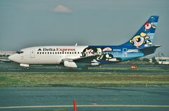 Το του δέλτα σαφές Boeing β-737 μετά από να προσγειωθεί στο διεθνή αερολιμένα ελευθερίας του Newark το 2000 Στοκ φωτογραφία με δικαίωμα ελεύθερης χρήσης