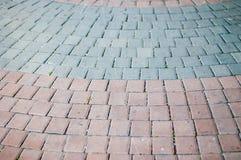 Το τούβλο χρώματος στον τρόπο περιπάτων Στοκ φωτογραφία με δικαίωμα ελεύθερης χρήσης