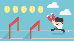 Το τρέξιμο επιχειρηματιών έννοιας που πηδά πέρα από το εμπόδιο συλλέγει τα χρήματα Στοκ φωτογραφία με δικαίωμα ελεύθερης χρήσης