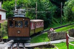 Το τραίνο de Λα Rhune - τραίνο τουριστών στη Pyrenean αλυσίδα Στοκ φωτογραφία με δικαίωμα ελεύθερης χρήσης