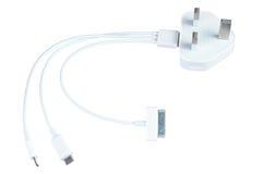 Το τριπλό καλώδιο τηλεφωνικής χρέωσης usb με το βούλωμα ηλεκτρικής ενέργειας απομονώνει Στοκ φωτογραφία με δικαίωμα ελεύθερης χρήσης