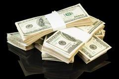 το τρισδιάστατο δολάριο λογαριασμών ανασκόπησης δίνει το λευκό στοιβών Στοκ Φωτογραφία