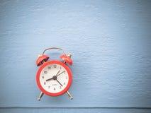 το τρισδιάστατο ρολόι γεια δίνει το χρόνο διάλυσης Στοκ Φωτογραφίες