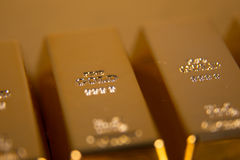το τρισδιάστατο χρυσό HQ ράβδων δίνει εξαιρετικά Στοκ Εικόνα