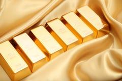 το τρισδιάστατο χρυσό HQ ράβδων δίνει εξαιρετικά Στοκ Εικόνες