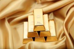 το τρισδιάστατο χρυσό HQ ράβδων δίνει εξαιρετικά Στοκ Φωτογραφίες