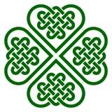 Το τριφύλλι τέσσερις-φύλλων διαμόρφωσε τον κόμβο φιαγμένο από κελτικούς κόμβους μορφής καρδιών Στοκ Εικόνες